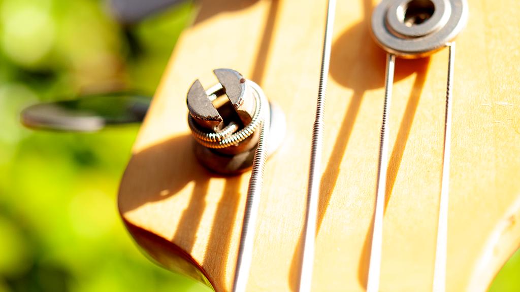 Photography | Macro Views - Ibanez Bass - Machine Heads